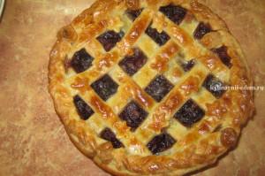пирог со сливами и шоколадом